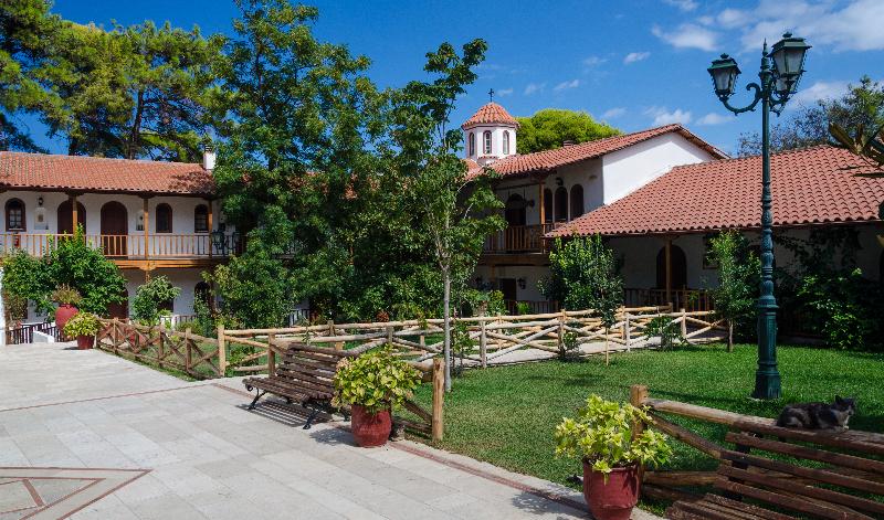 Botanički raj na Lefkadi - Manastir Faneromeni