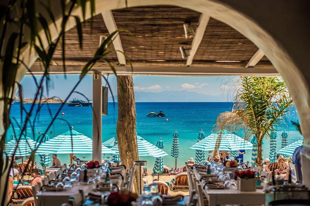 Najskuplja plaža Grčke: Ležaljka i suncobran 300 do 500 evra za dan!