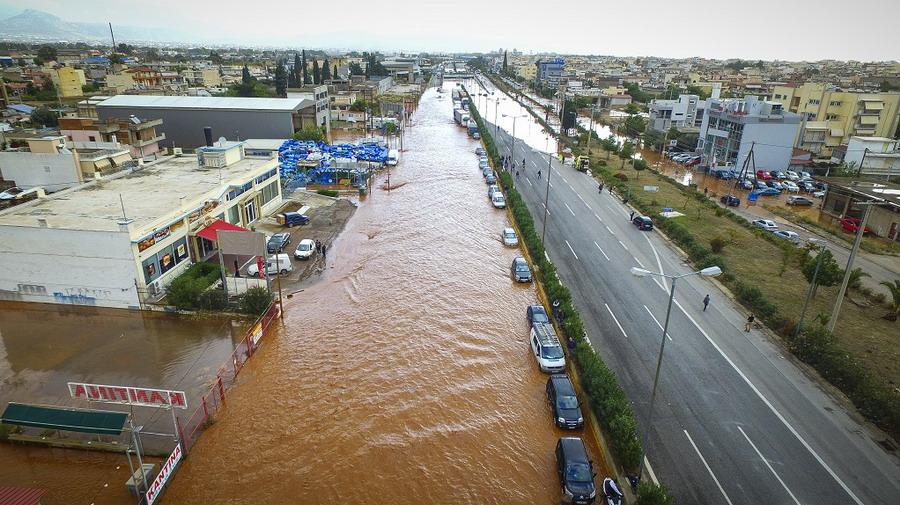 Najmanje 15 poginulih u katastrofalnim poplavama u Grčkoj