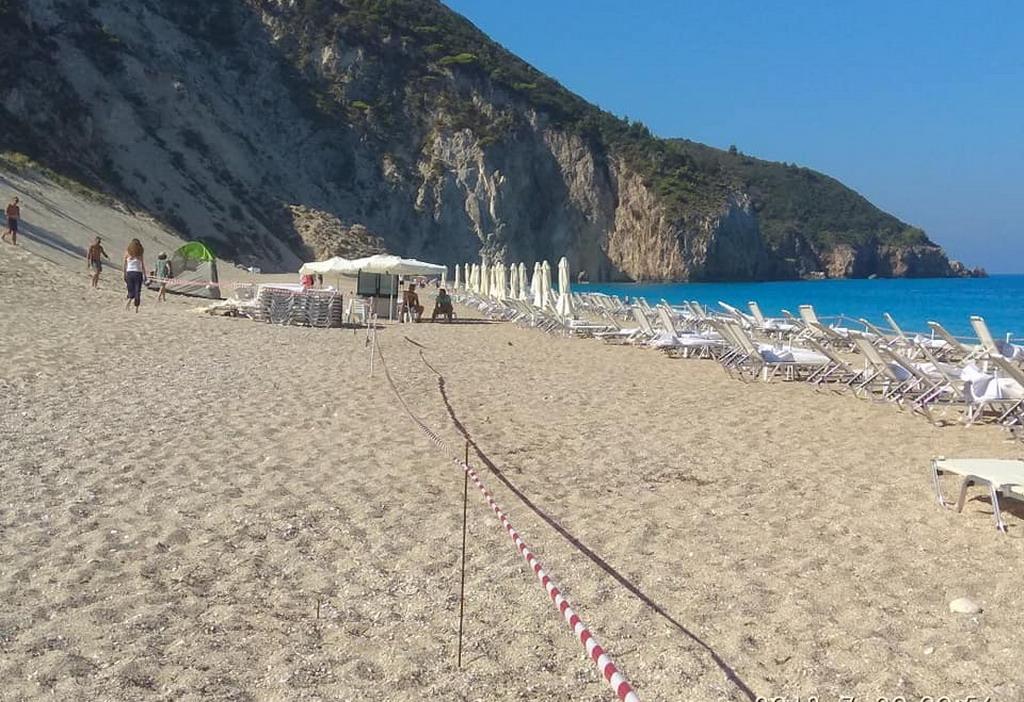 """Milos plaža, Lefkada: """"Uzmite svoje ležaljke i odlazite odavde!"""""""