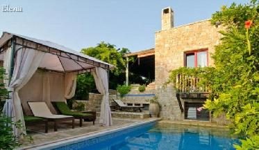 Maria Elena Luxury Villas