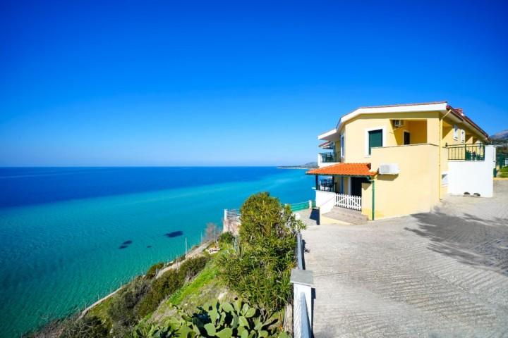 Giotas and Thini Sea View Apartments