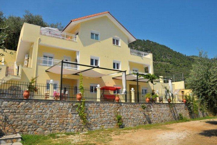 Nestor Apartments