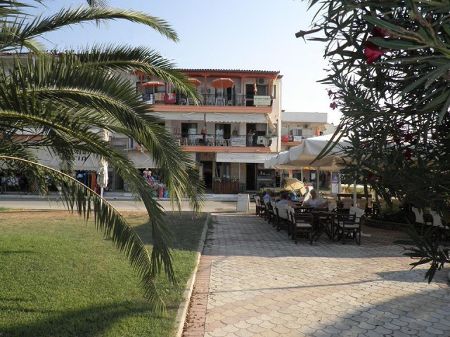 Thanasis Apartments
